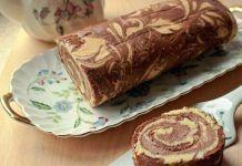 Мраморный рулет с шоколадно-банановым кремом — бесценный рецепт для любителей сладенького!