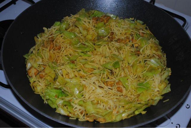 Zoutloos eten? Lekker eten!: Spitskool met biologische kipfilet en mie