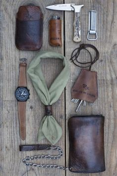 This is a pretty eclectic edc. I approved. Custom leather is killer - nice key-silencer. Not sure what the top right is