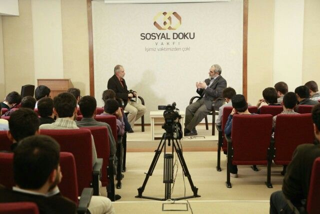 """Abdülbaki Kömür hocamızın moderatörlüğünde """"Hatırat"""" programımız, @SosyalDoku Vakfı'nda devam ediyor."""