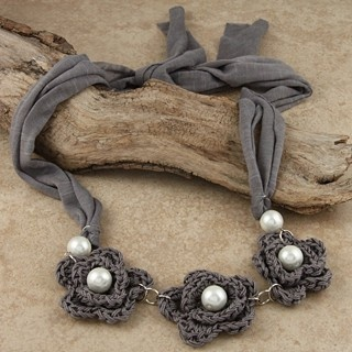 Crocheted Cotton Grey Trio Flower Tie Necklace (Chile) | Overstock.com ༺✿ƬⱤღ✿༻