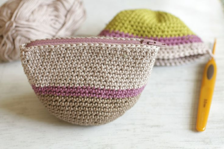 Adorable clutch/bag. Awesome site! #crochet #clutch #bag