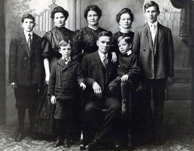 Nooksack Valley Nostalgia: circa 1906-07: Rees Thomas Family: (back row l-r) Clifford, Zoe, Susan Francis (Baldwin), Sarah Alta, Edgar (Ted); (front row l-r) Lee Baldwin thomas, Rees, Jack Rees Thomas