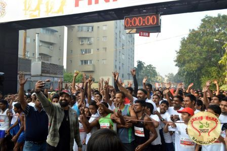 The 4th Edition of Airtel Run for Education flagged off from City Centre 1, Salt Lake. The flag off was done by television actor and anchor Rannvijay Singh.