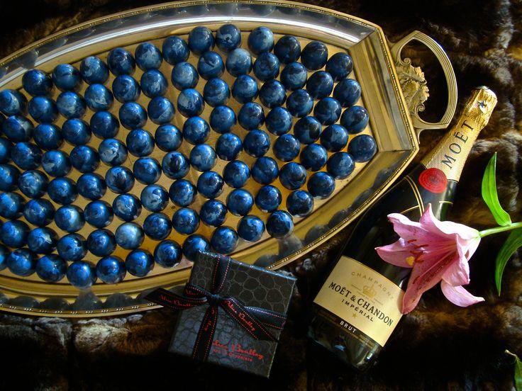 Bombones Joya & Champagne para las celebraciones. Perfect Match! www.alicebentleychocolates.com
