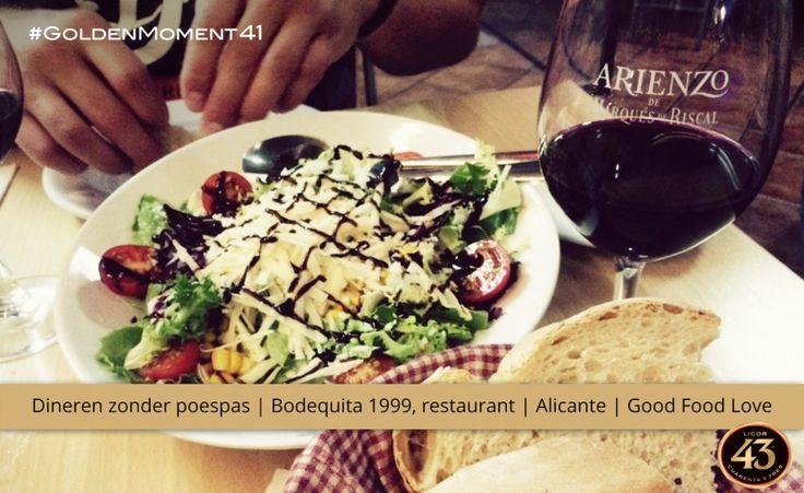 """""""De hoge tafels zijn gemaakt van wijnvaten, het eten is lekker zonder poespas en de licht gekoelde rode wijn smaakt hier top."""", zo beschrijft Good Food Love haar Golden Moment bij Bodeguita 1999."""