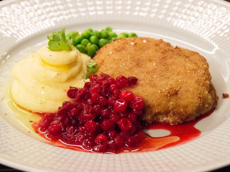 Wallenbergare med klassiska tillbehör | Recept från Köket.se