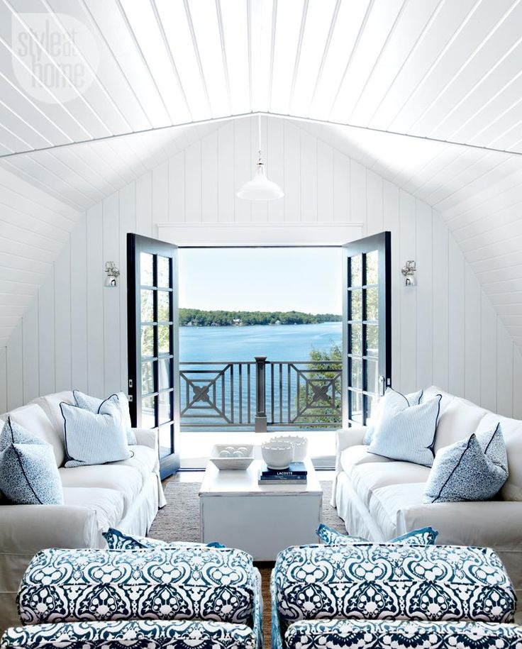 Casual loft-style cottage den {PHOTO: Michael Graydon}