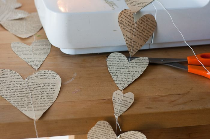 Heart Garland-3Easy Book, Sewing Machines, Paper Hearts, Book Pages Garlands, Paper Heart Garlands, Crafts Sewing, Sewing Paper, Book Paper, Callaloo Soup