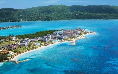 #Jamaique #Montego . Péninsule de la baie de Montego  Longue plage paradisiaque où les eaux turquoises des Caraïbes s'étalent sur le sable blanc. Du lever au coucher du soleil, ce lieu deviendra votre petit coin de paradis. http://vp.etr.im/850c