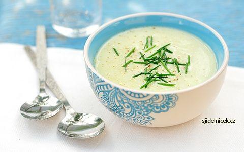 Chutná polévka v zimě zahřeje a zasytí, když máte hlad. Na to se hodí výborná pórková polévka krémová nebo dietní. Mrkněte na vyzkoušený recept na tři polévky.