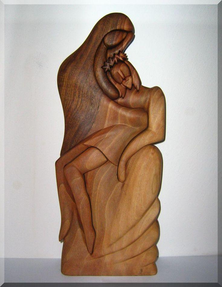 Pieta dřevořezba matky se synem Ježíšem ukřižovaným