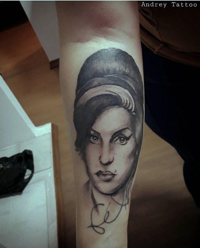 😷 tattoo de hj  #boanoitte #boanoite  #artcollective  #inkedlife #ink #inked #tattoo #tatuagem #tatuajes #tattooed #tattooart #tatts #tattoodesign #tattoosofinstagram #tattoolove #tattooing #tattoolife #tattooartist #draw  #tattooidea #artfusion #bishoprotary #bishopinaction #usa #japan #amywinehouse #amywinehousetattoo #tribute #music #rock