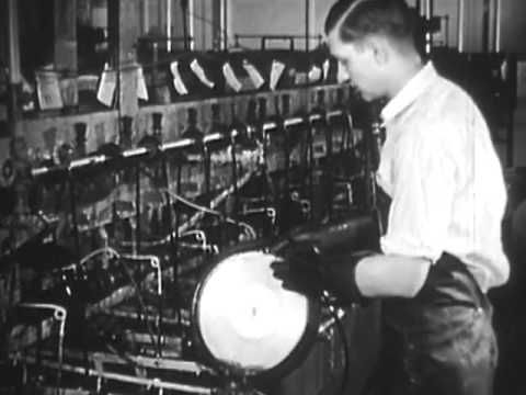 """▶ Record Manufacturing """"Command Performance"""" 1942 RCA Stamping Records Milton Cross - YouTube"""