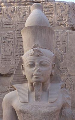 Statue de Ramsès III, Karnak