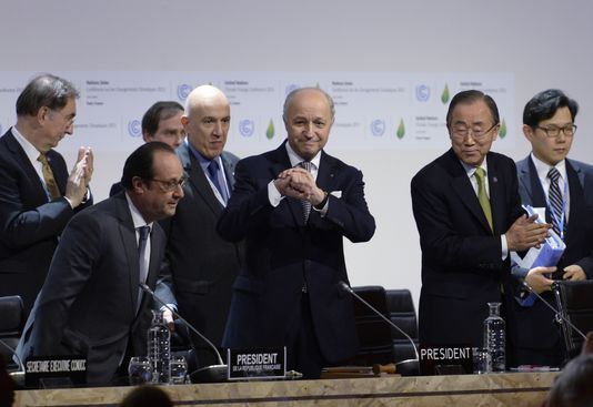 COP21 : Laurent Fabius présente un texte d'accord mondial sur le climat