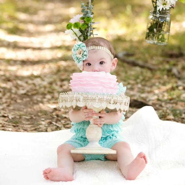 13 Seriously Adorable Cake Smash Photo Ideas for Baby's First Birthday