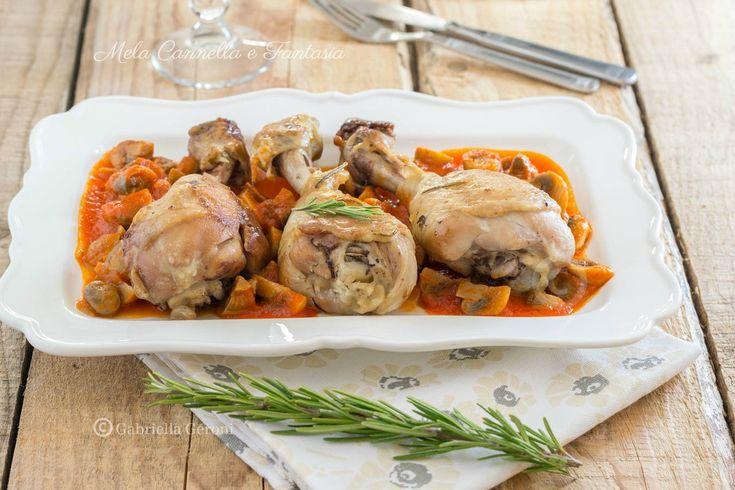 Coscette+di+pollo+in+padella+con+sugo+ai+funghi+champignon