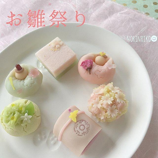 こんばんは⑅◡̈*.  ・   ひな祭り菓子の試作が完成しました♩  ・  夫婦雛をはじめ、桜・橘・菱餅・鼓に蝶。  練り切り・浮島・黄味時雨にてご用意しました。  ・  初節句のお祝いをはじめ、大人の方にも、菓子を通して春の訪れを楽しんで頂けたらと思います❁  ・ ・  今回、3月2日着にての発送分をご用意させて頂きます。