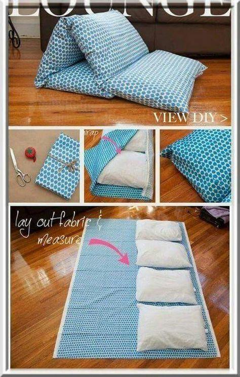 De viejos almohadones o almohadas a comodo colchón-puff