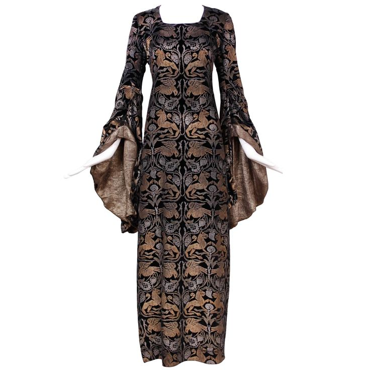 1920s Maria Gallenga Couture Metallic Stencilled Velvet Novelty Gown For Sale at 1stdibs