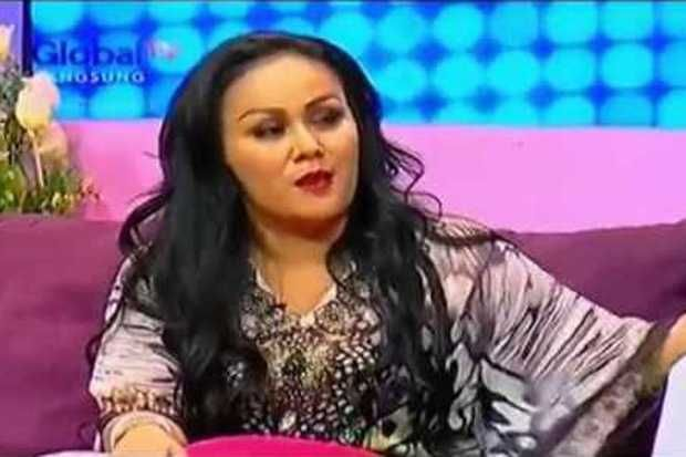Mak Vera: Mohon Dibukakan Pintu Maaf untuk Olga  http://lifestyle.sindonews.com/read/982225/166/mak-vera-mohon-dibukakan-pintu-maaf-untuk-olga-1427465651