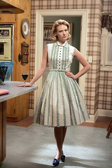How does Betty Draper's dress flare out? post
