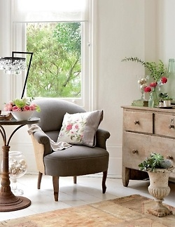 flower enhanced: Cottages Style, Decor Ideas, Living Rooms, Cottages Chic, Interiors Design, Reading Nooks, Guest Rooms, Side Chairs, English Home