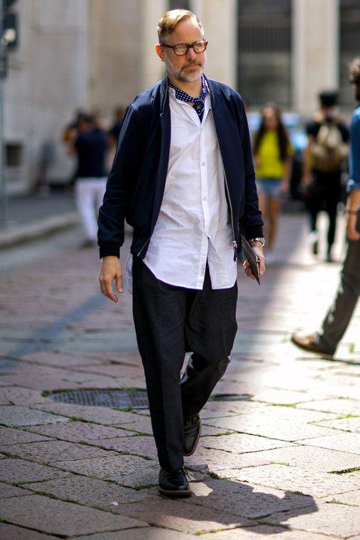 バンドカラーの白シャツ,ノーカラージャケット,ジーンズ着こなしメンズ