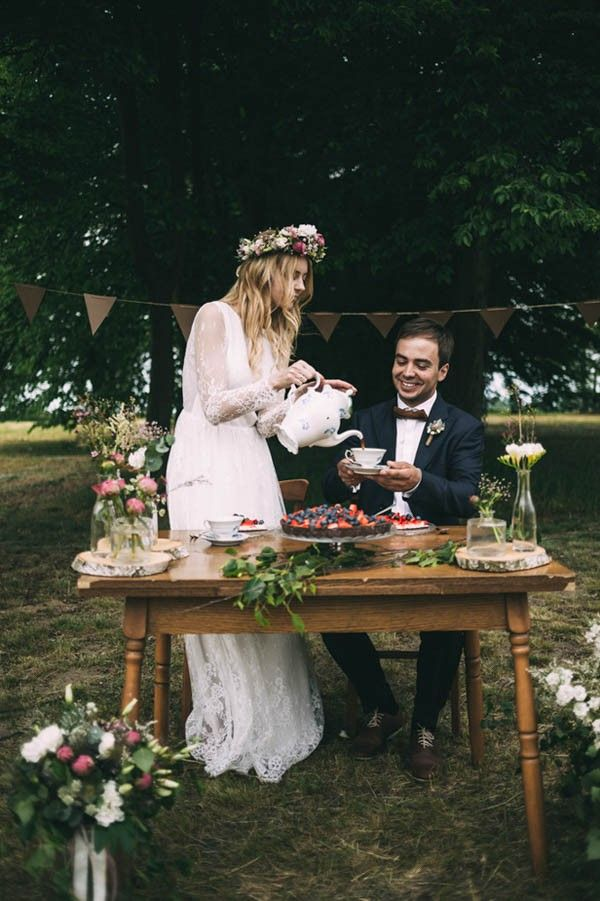 This couple stole away to enjoy a cup of tea together in the forest and get some alone time on their big day | Image by Slubnestudio