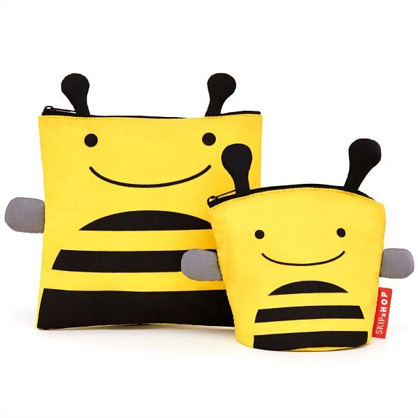 Adorably cute and super practical reusable sandwich and snack bag sets from the Skip Hop Zoo collection!! Featuring the super sweet Bee, these reusable, food safe, sandwich and snack pack kits are perfect for encouraging independent eating at home and when out and about!