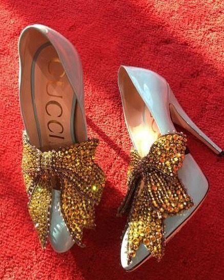 The big, gold, glitter bow