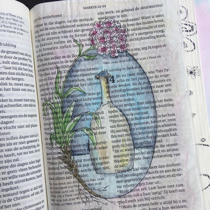 Markus 14:1-11 Maria...vlak voor de begrafenis van Jezus zalft ze Hem. Ze toont hierdoor haar liefde en ontzag voor haar Heere, haar Meester, haar Zaligmaker. Het was niet zomaar olie die ze gebruikte, het was erg kostbare olie. Alles heeft ze over voor Hem. Ze giet de dure zalf uit over Zijn hoofd. En buigt vol liefde om Zijn voeten af te drogen met haar haren. Eigenlijk giet ze haar hart uit. Haar hart vol liefde voor haar Heere. Ze doet dat niet met een paar druppels, zoals de gewoonte…