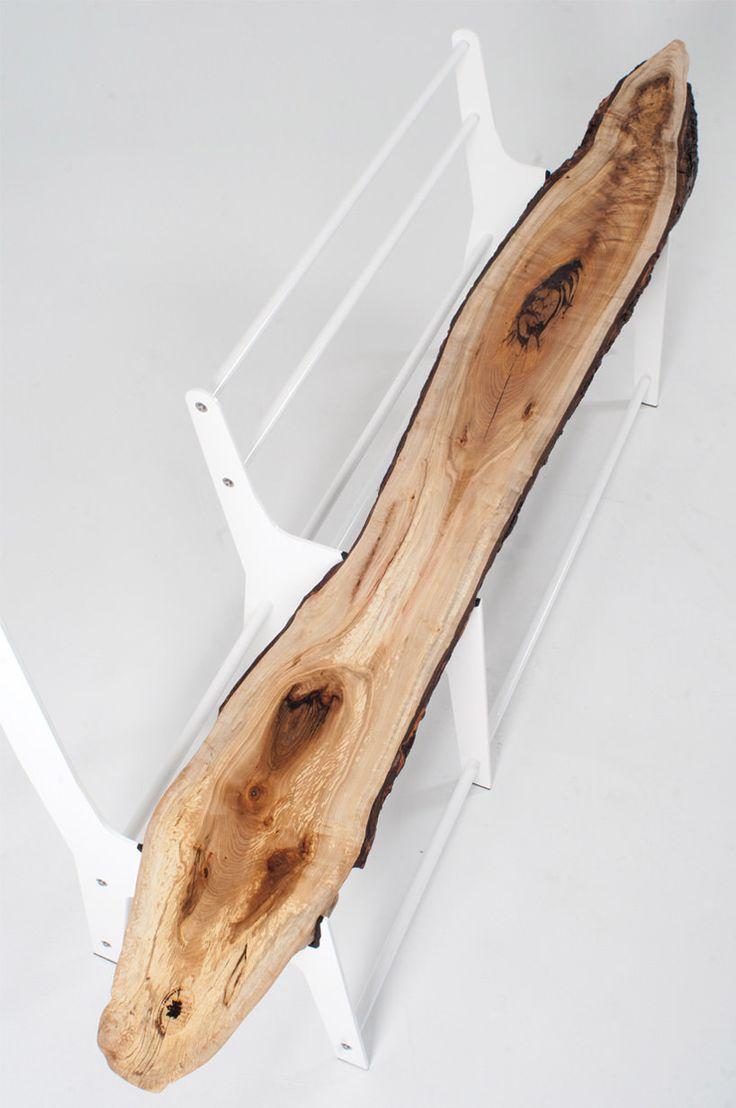 """""""Bench_01"""" de Cradle Design 'Jessye Grundlingh, Andrew Kroetsch et Nicholas Koppelaar), 2015.  // Métissage/ Croisement //  """"où comment utiliser la première découpe imparfaite d'un arbre, destiné à la destruction."""" Découpe de bois + métal; banc + porte manteau."""