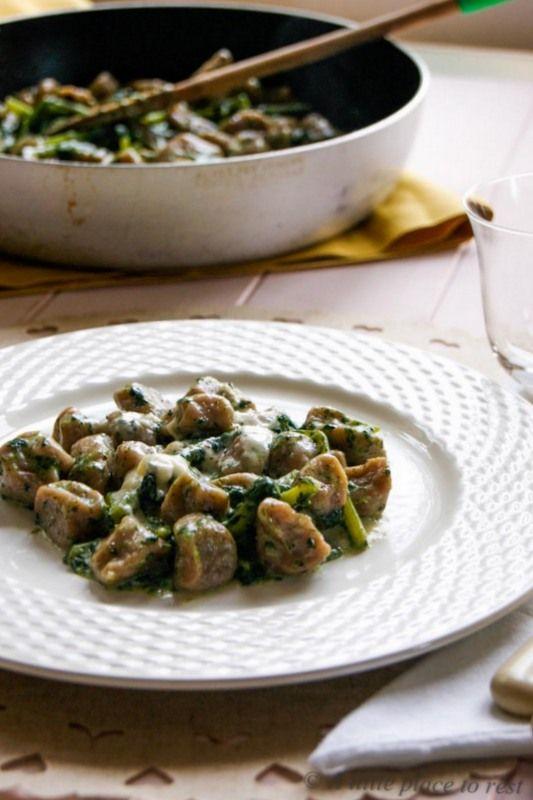 Gnocchi di castagne con cavolo nero e fonduta di formaggi - Chestnut gnocchi with kale and cheese