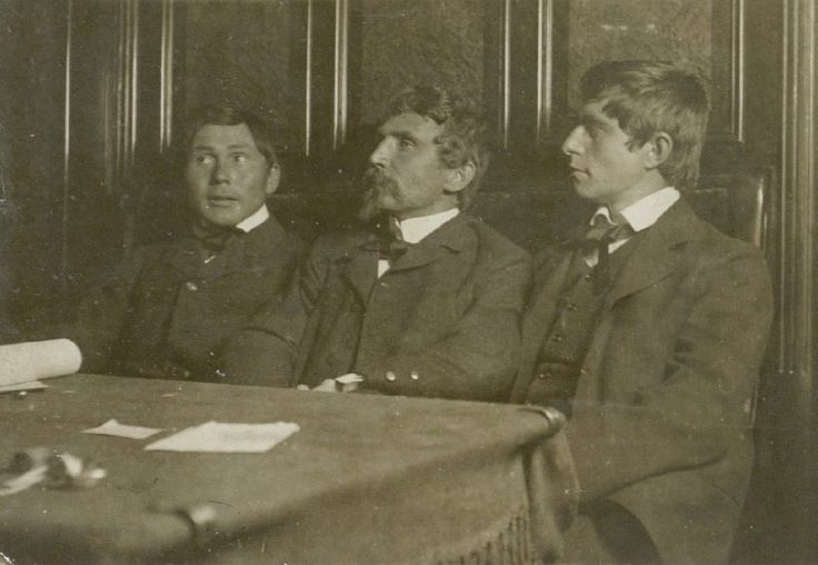 L. Mylius-Erichsen between Jørgen Brønlund and Knud Rasmussen.