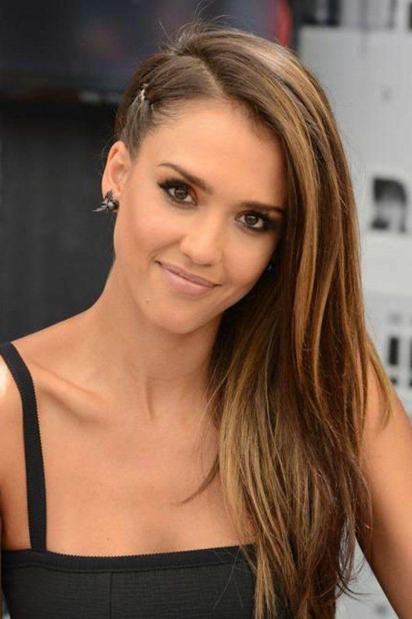 Jessica Alba S Caramel Hair With A Side Hair Caramel Jessica Jessica Alba Hair Jessica Alba Hair Color Caramel Hair