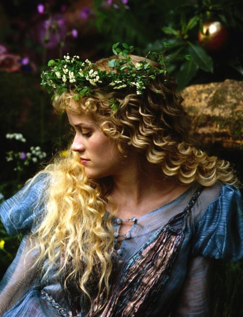Reese Witherspoon as Cecily Cardew inThe Importance of Being Earnest (2002).