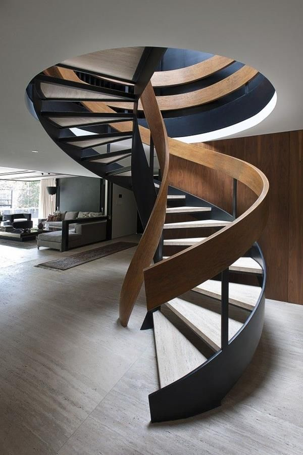 wunderschöne Spindeltreppe aus Holz