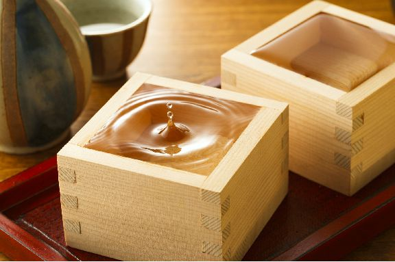 Sake is a close cousin to beer since they share the same preparation principle. Find out which one is healthier and more fun to drink between these two!