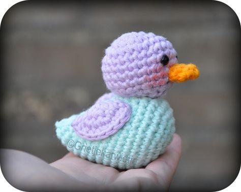 Haakpatroon Ducky het kleine eendje   Haaknaald nr.3   Gehaakt met Creative cotton. Violet 16, light bleu 32 en tangeringe 76   5mm vei...