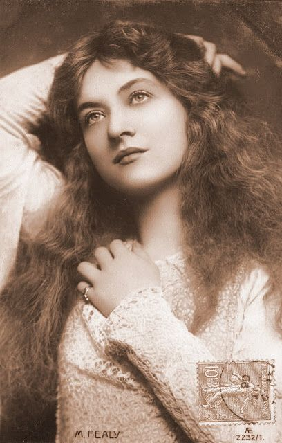 ↢ Bygone Beauties ↣ vintage photograph of Maude Fealy.