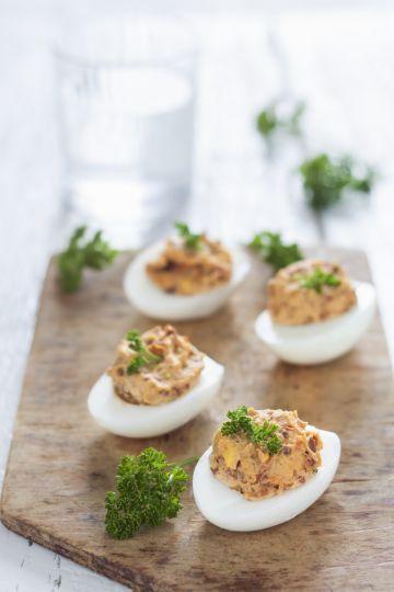 Plnené vajíčka so sušenými paradajkami   Recepty.sk