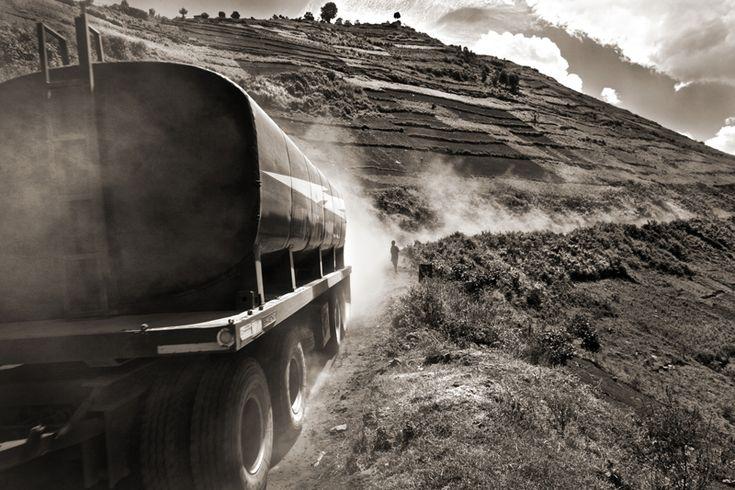 An oil truck heading through Rwanda bound for Uganda, 2011 (Thomas White)