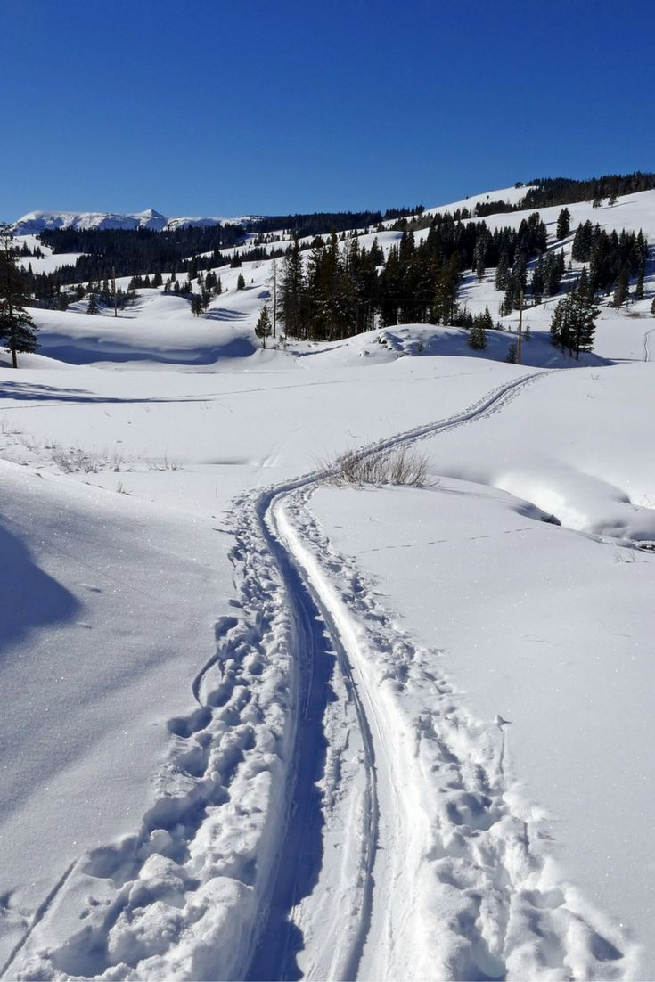 A selection of cross country skiing areas and locations in the Sierra Nevada via sierra28k.com