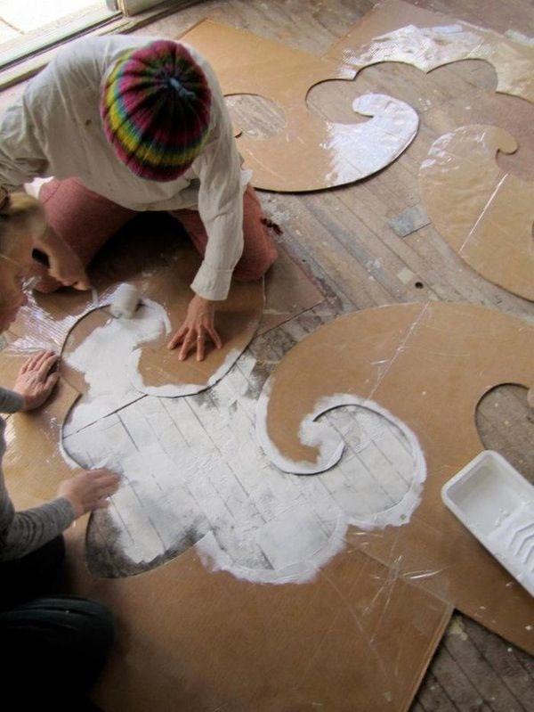 Painting wood floors Maak een sjabloon van karton