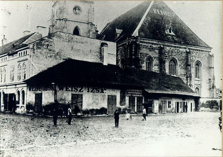 Cluj - 1890 - Cladirile din partea de vest a Bisericii Sf. Mihail in zona intrarii principale