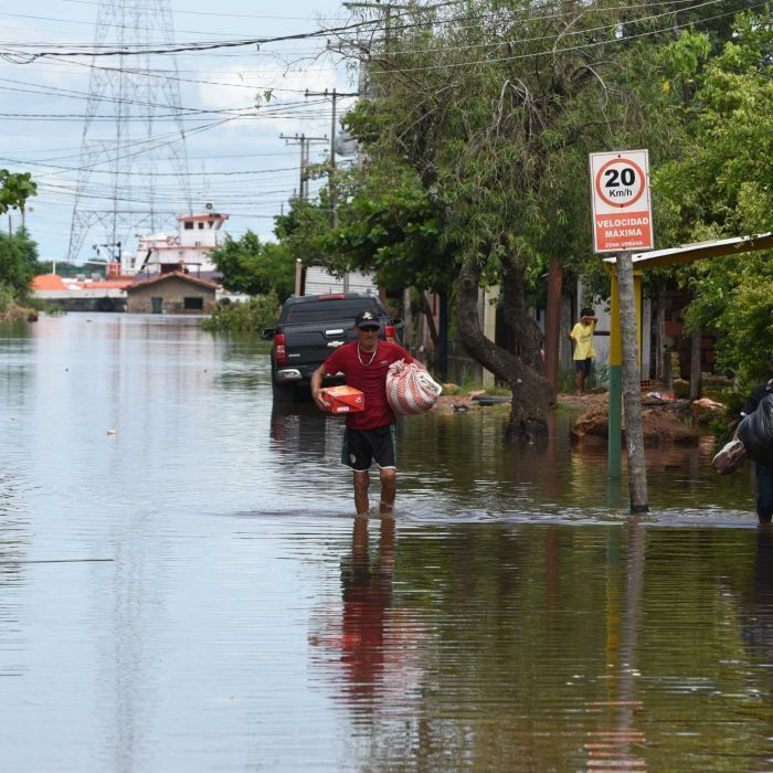 The worst El Nino in more than 15 years leads to severe flooding in Paraguay, Uruguay, Brazil and Argentina, with 100,000 people forced to evacuate.