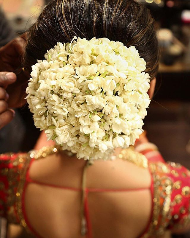 Floral Goals! We love how bride Smiti Talwar wore mogras (jasmine flowers) in her hair.  Location- Mapple Exotica, New Delhi Photo Courtesy- @ashiishhkalra of Flashwave Studios  #bun #bridalhairstyle #indianbride #wedding #bridallook #indianwedding #weddingsutra #bridallook #dday #bridalshoot #traditional #indianwedding #weddinglehenga #bridalmakeup #makeupartist #bridalmakeupartists #makeupartistsindia #mogra #jasmine #florals #hairstyle #bun #bridalbun #flowers #hairaccesory