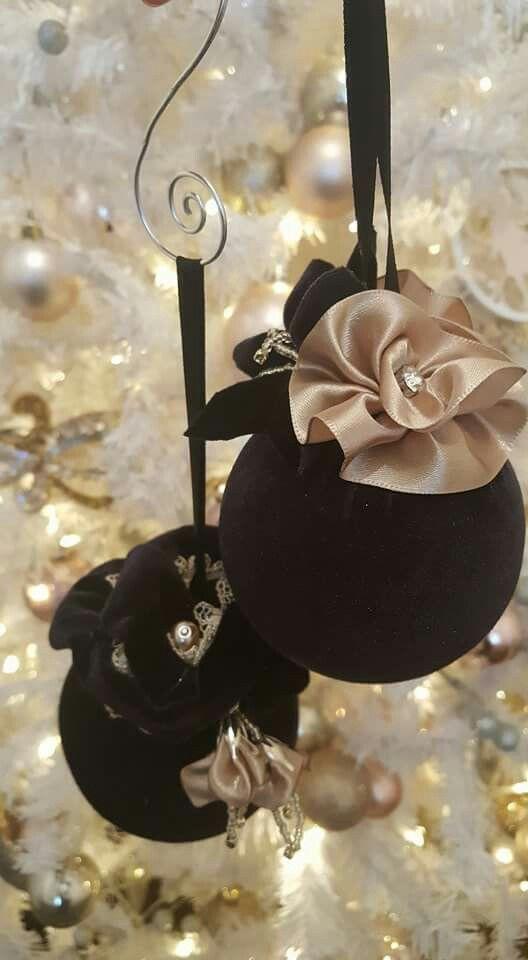 The black velvet sisters... velvet christmas ornaments 2016 #melladeco